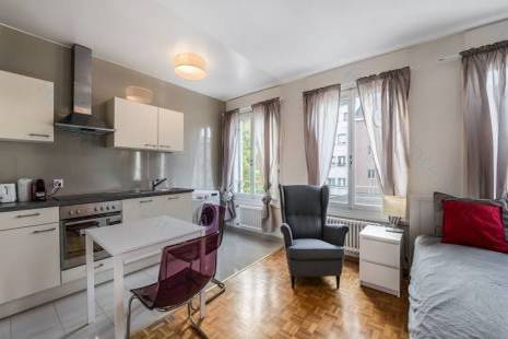 Furnished Renovated Studio 2 Minutes to Bank District