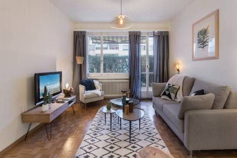 New Furnished Apartment with Terrace, in Geneva Center