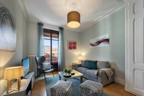 Charming renovated Furnished Apartment well connected to the United Nations
