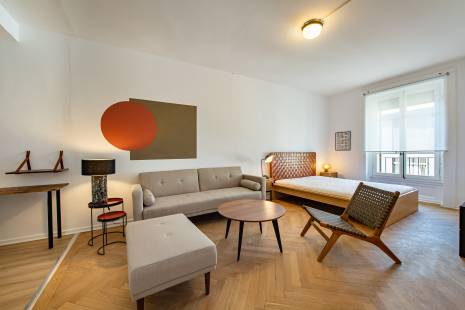 Recently refurbished apartment in lively neighborhood close to the train station and lake Geneva
